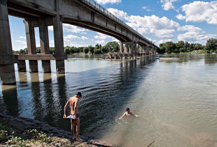 Tragedia a pasqua: una donna fa il bagno nel po e scompare modena