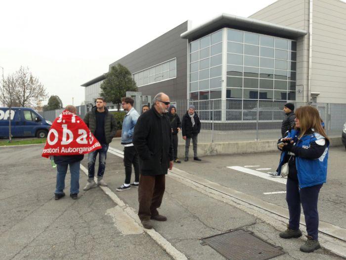 Modena, investiti due lavoratori in sciopero alla Sda