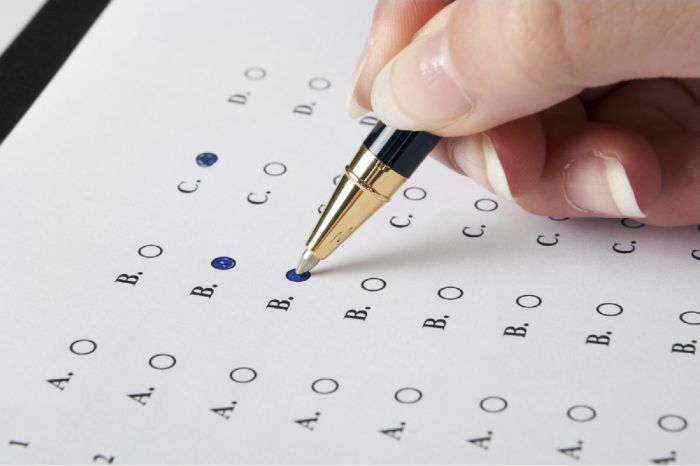 Vendevano agli stranieri le risposte all\'esame di italiano per il ...